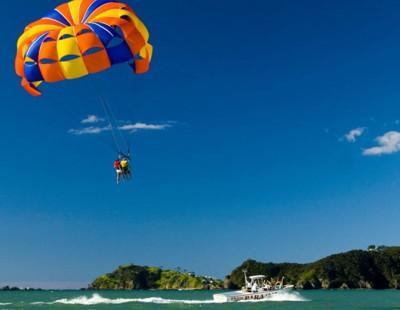Parasailing sobre la Costa de Moraira, Jávea y Calpe