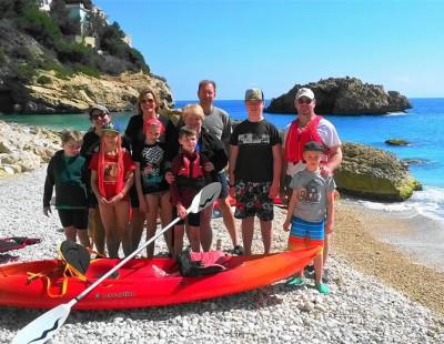 Excursión en Kayak en Jávea con niños. Cala Granadella y Cueva Llop Marí