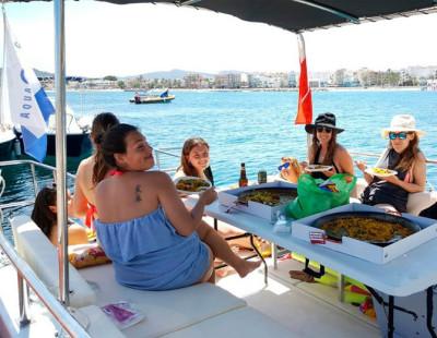 Alquiler de barco en Denia. Un barco privado para grupos o despedidas en Denia
