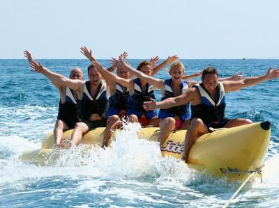 Banana Boat en Torrevieja. ¡Diversión en grupo asegurada!