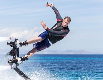 Flyboard en Denia. ¡Descarga la adrenalina volando sobre el mar!
