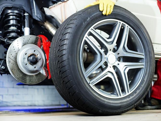 Alineado de dirección de los neumáticos