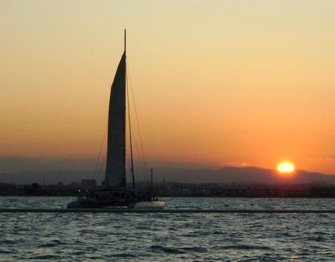 puesta de sol valencia catamaran