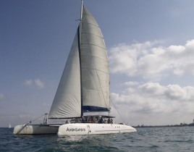 Alquiler de Catamarán en Alicante. ¡Acércate al mar!