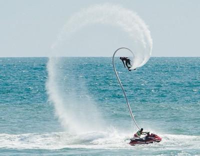 Flyboard Alicante ¡Realiza piruetas sobre el mar!