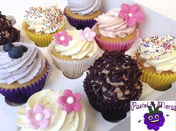6 cupcakes en Pastel de Moras Beniarbeig
